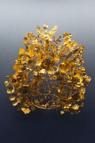 640px-Golden_crown_Armento_Staatliche_Antikensammlungen_01