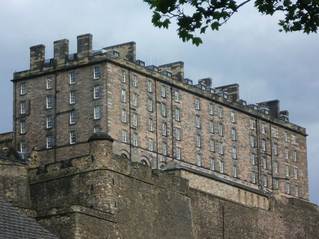 1280px-The_New_Barracks_(18thC),_Edinburgh_Castle