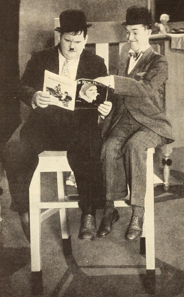 Laurel_&_Hardy_reading_The_New_Movie.jpg