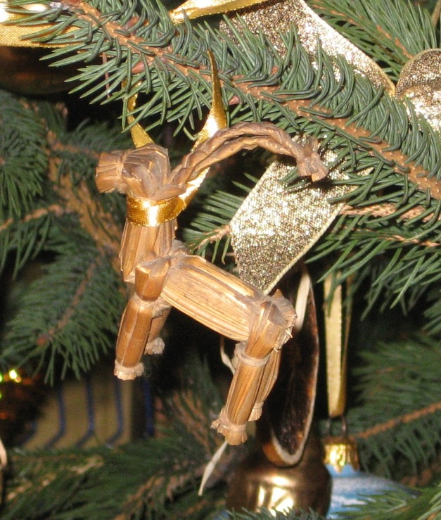 Yule_Goat_on_the_christmas_tree_2.JPG